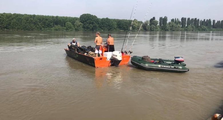 casasiluo_wallerfischen-welscamp-wallercamp-am-po_boote_acqvaboat_f600_orange